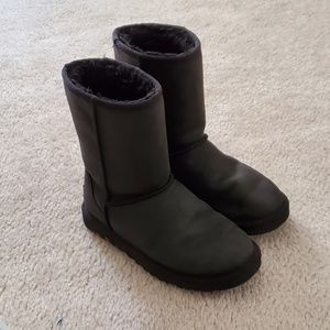 Womens short classic leather black uggs